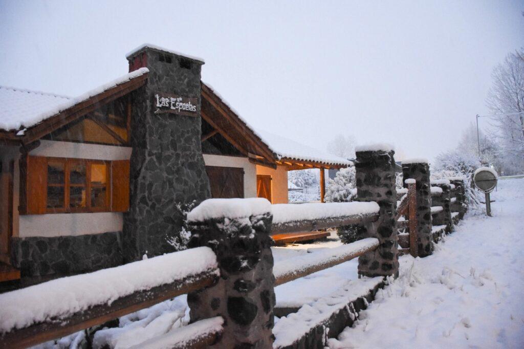 Cabañas Las Espuelas en Potrerillos, a pleno en vacaciones de invierno 2020